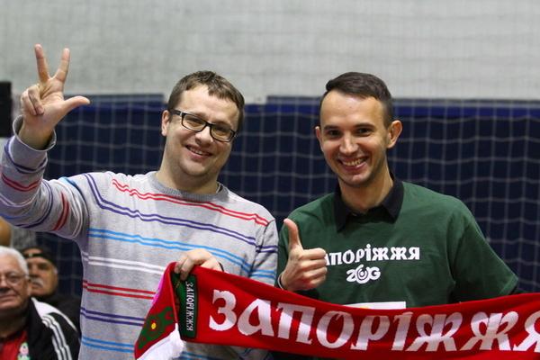 Уболівальник із Запоріжжя влучив з центра поля і виграв приз від ФБУ