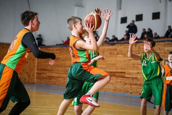 4 на 4: вправа підбирання м'яча