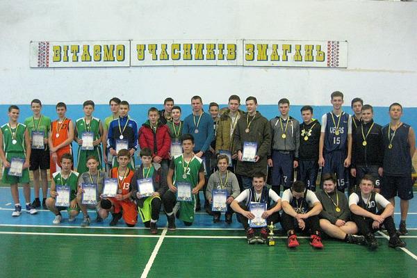 Юнацькі команди Херсонщини отримали м'ячі від ФБУ
