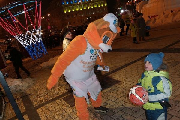 Талісман ФБУ влаштував турнір на Михайлівській площі