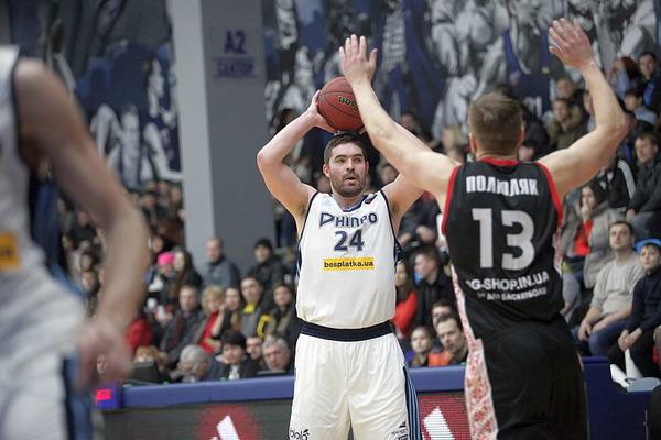 Дніпро здобув важку перемогу над аутсайдером Суперліги Парі-Матч