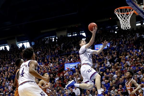 Михайлюк успішно поєднує баскетбол з навчанням