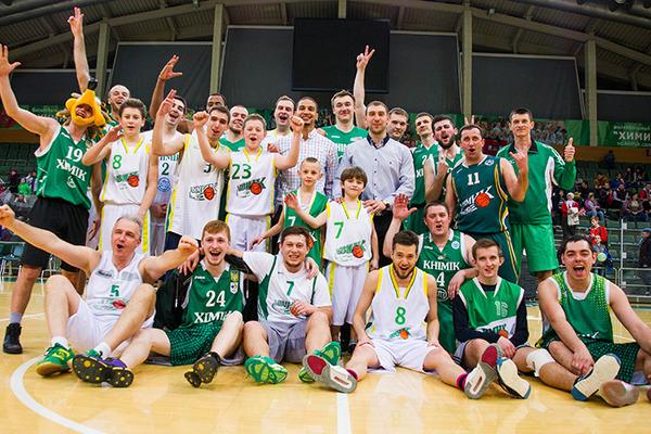 Чемпіон України провів баскетбольне шоу для вболівальників: фото та відео