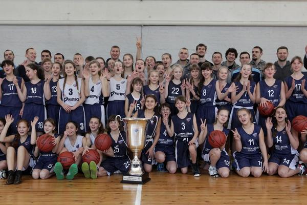 Гравці Дніпра відвідали юнацьку спортивну школу