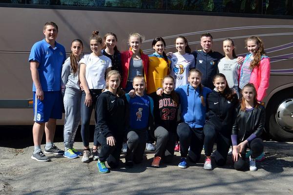 Жіноча збірна України U-16 вирушила на великодній турнір до Чехії