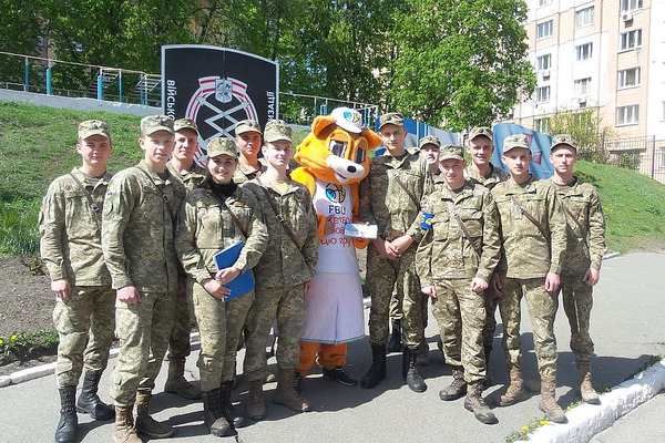 Талісман ФБУ запросив на баскетбол військових