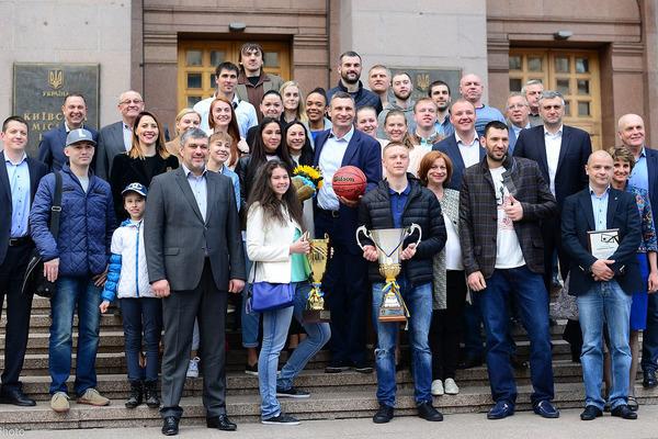 Київський Міський Голова привітав чемпіонів України Будівельник і ТІМ СКУФ