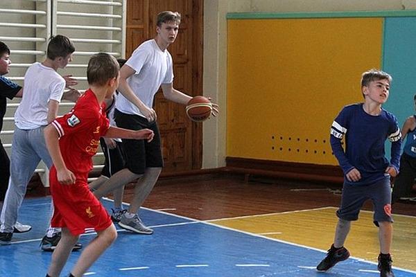 Денис Бачурін відвідав юних гравців Черкаських Мавп