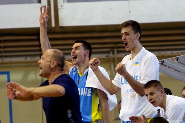 Як збірна України здобувала першу перемогу на ЄвроБаскеті: фотогалерея