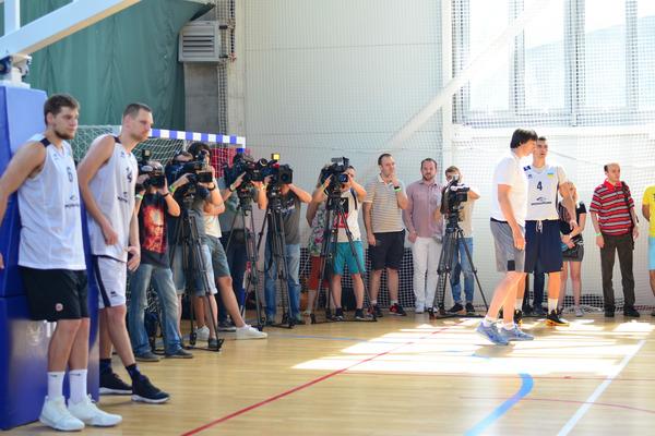 Збірна України провела відкрите тренування: фотогалерея