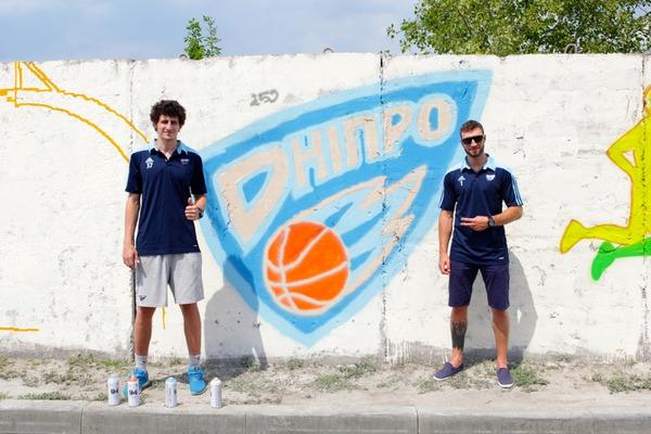 Гравці Дніпра долучилися до фестивалю вуличного митецтва: фотофакт