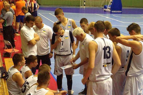 Кадетська збірна U-16 вирушила на контрольні матчі до Сербії
