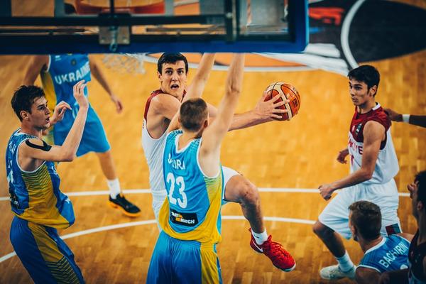 Вирішальні хвилини матчу ЄвроБаскета U-18 Туреччина – Україна: відео