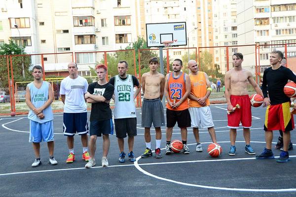 Мешканці Позняків отримали модернізований баскетбольний майданчик