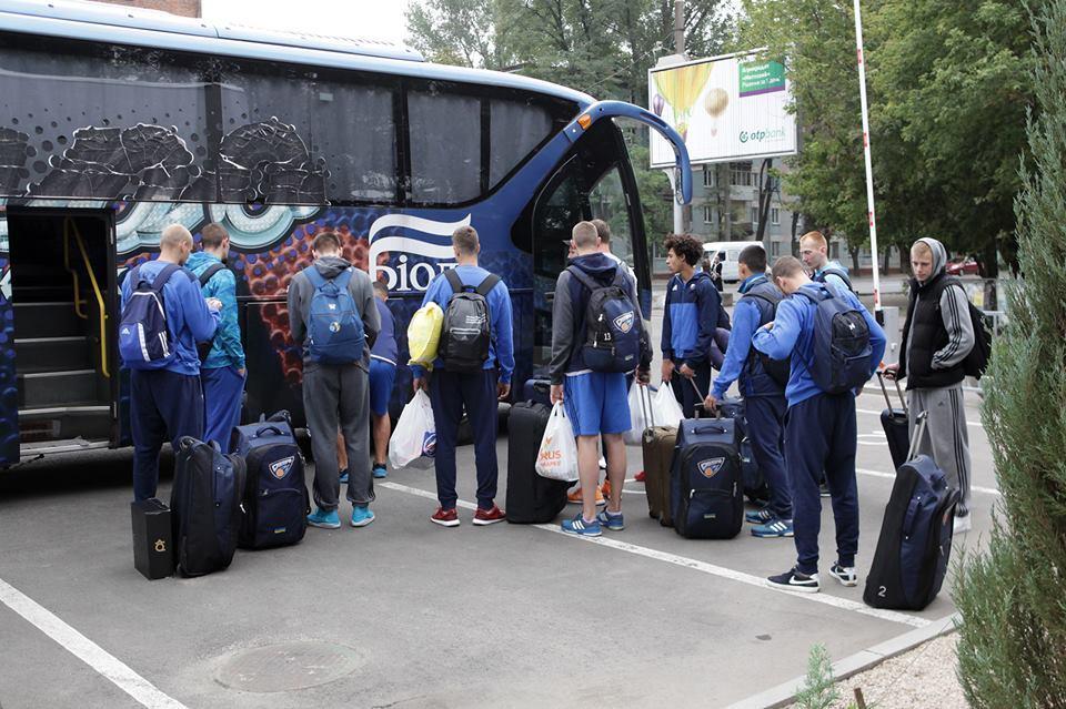 Гравці Дніпра вирушили на збори в Литву