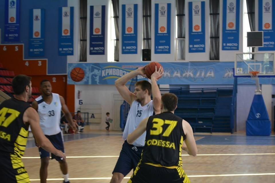 У Миколаєві розпочався передсезонний турнір