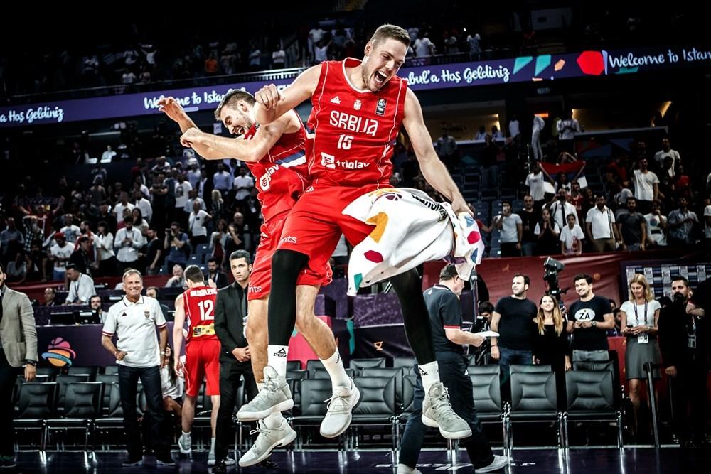 ЄвроБаскет-2017: відео найкращих моментів 1/2 фіналу Росія – Сербія