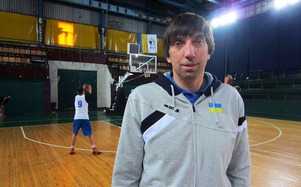 Олександр Лохманчук: намагаюся дати хлопцям усе, що маю у баскетбольному плані