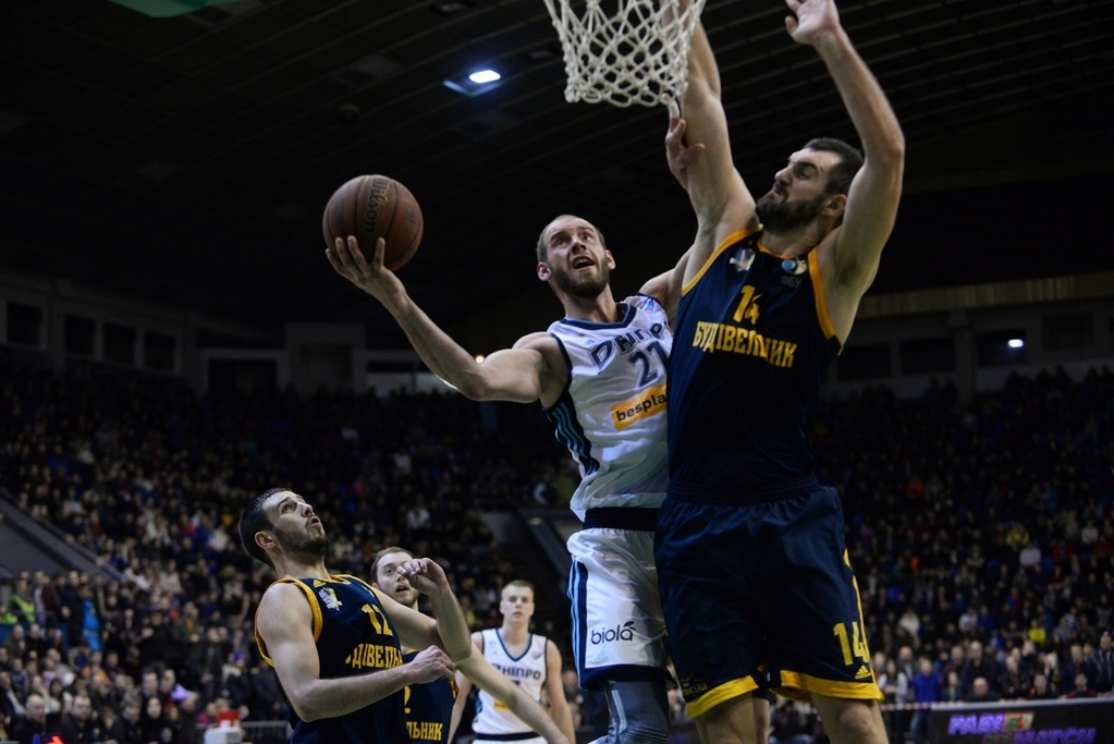 Чемпіон та володар кубка України зіграють у столичному Палаці спорту