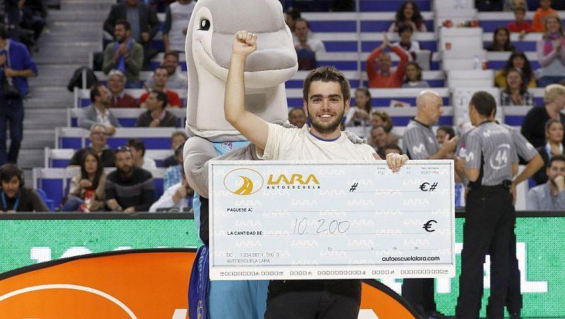Іспанський уболівальник виграв на матчі 10200 євро: фото та відео