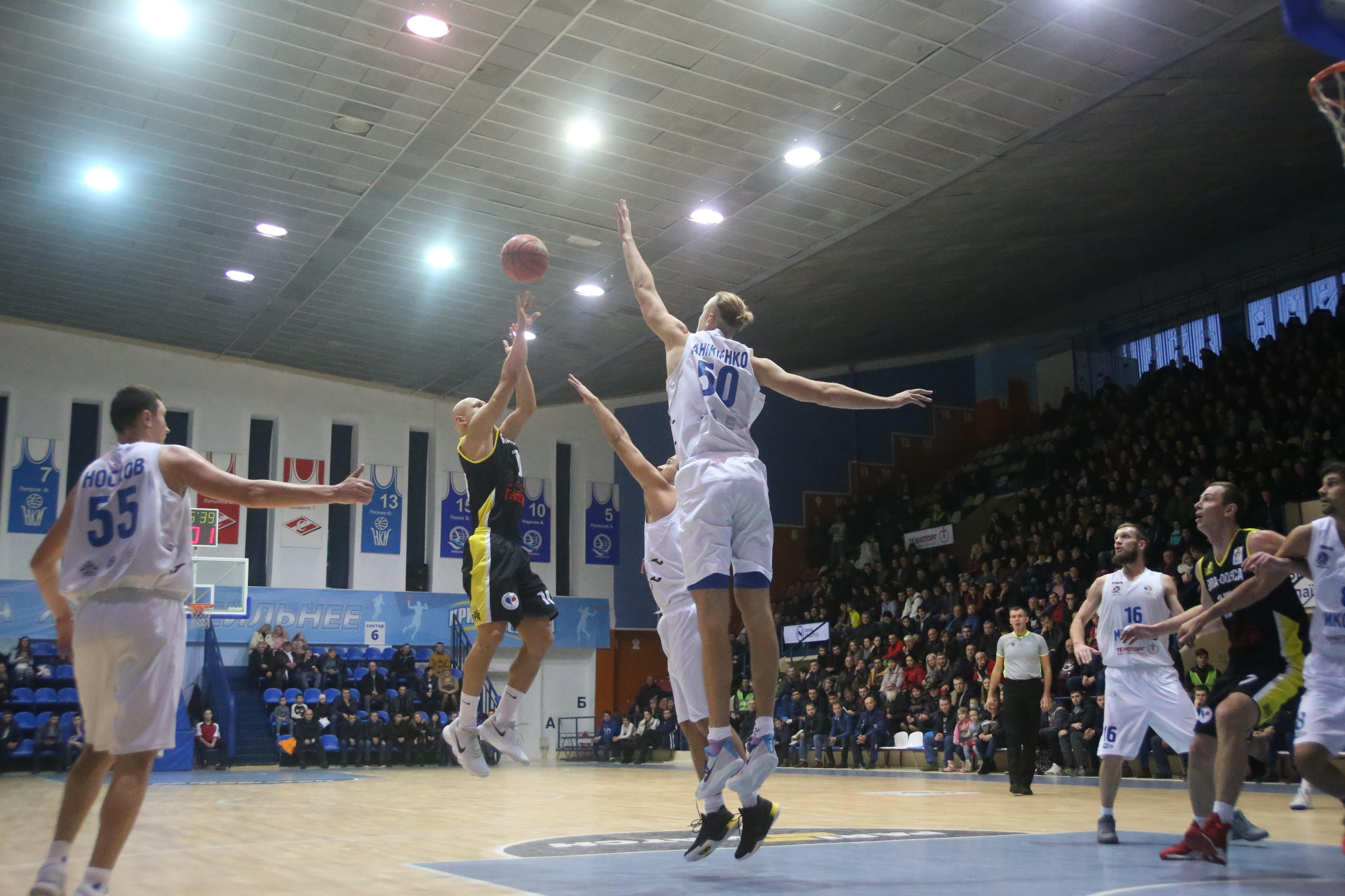 Миколаїв розгромив БІПу у домашьному матчі