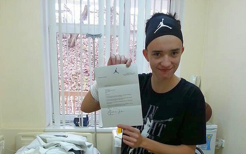 Легендарний Майкл Джордан надіслав подарунки юному українському вболівальнику: фотогалерея