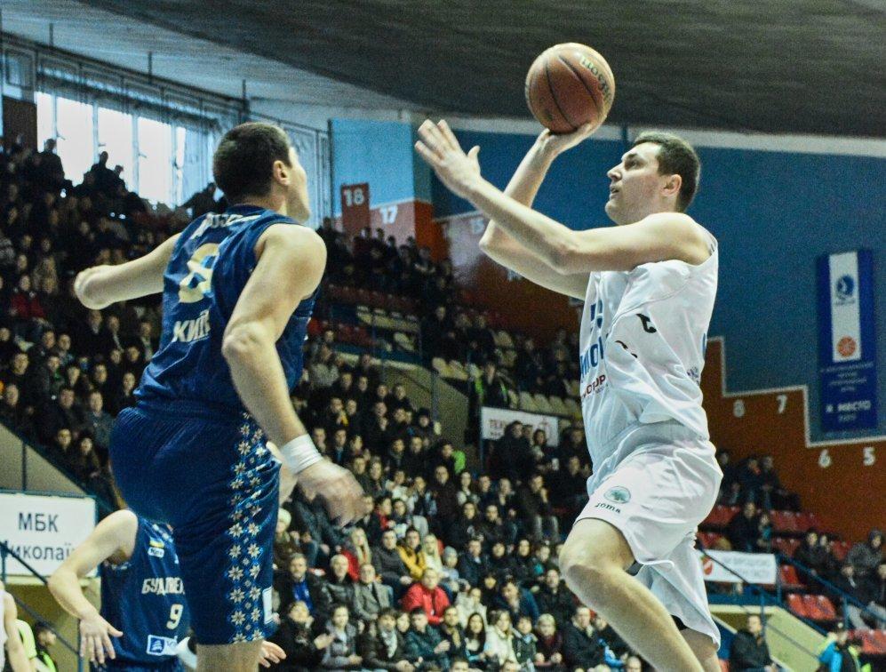 Миколаїв вдома переміг чемпіона
