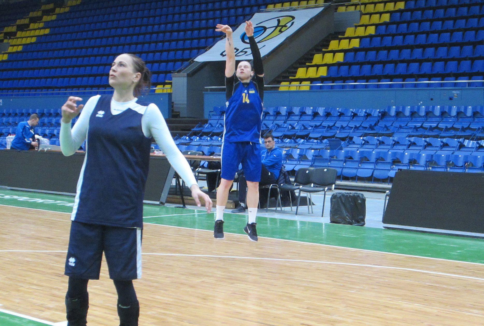 Україна – Іспанія напередодні: вечірні тренування на арені матчу в день народження Аліни Ягупової