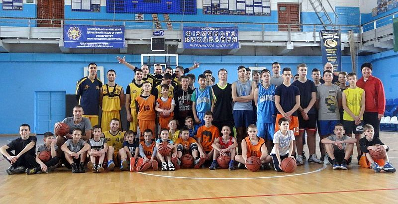 У Кропивницькому відбулося свято баскетбольних поколінь