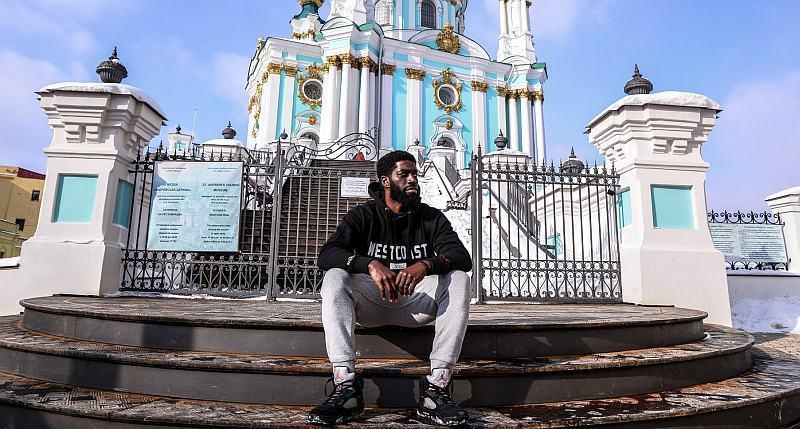 Юджин Джетер прогулявся Києвом перед матчем зі Швецією: фотогалерея