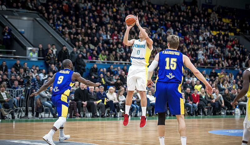 Яскраві миттєвості матчу збірних України та Швеції: фотогалерея