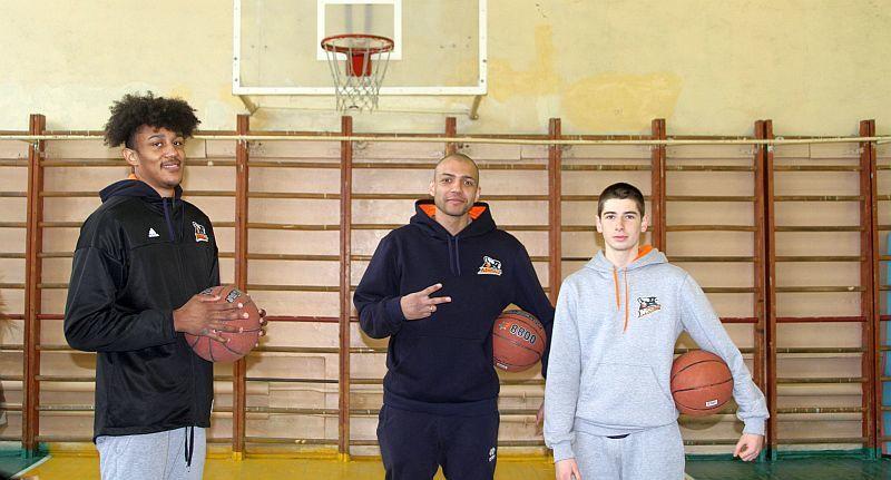 Баскетболісти-професіонали завітали до навчального закладу