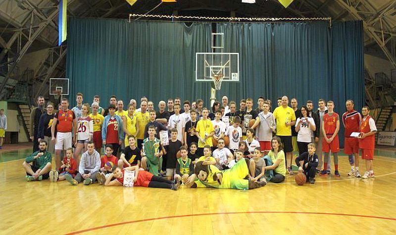 У Івано-Франківську відбувся сімейний баскетбольний турнір