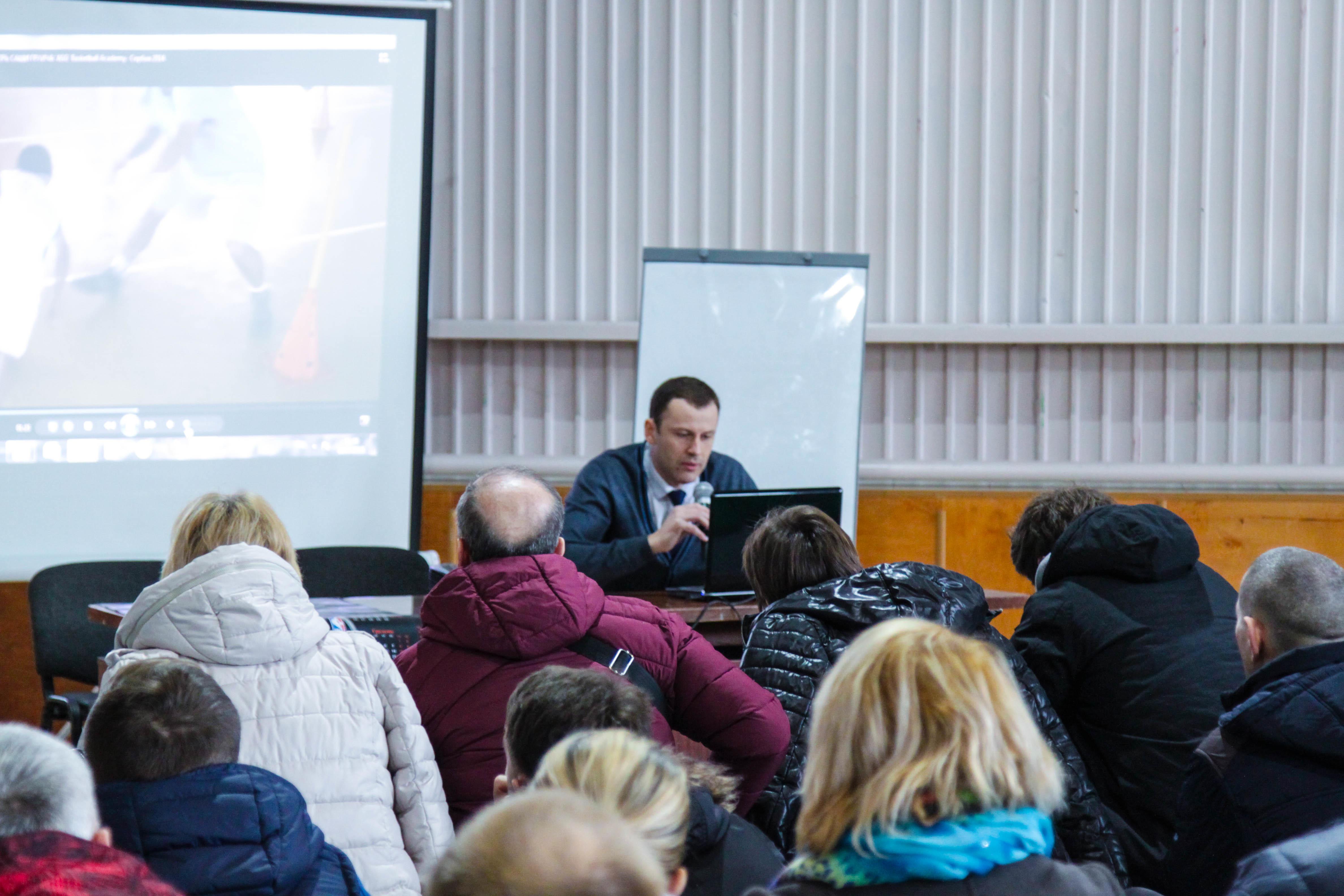 Тренери і викладачі фізкультури з Тернопілля відвідали баскетбольний семінар