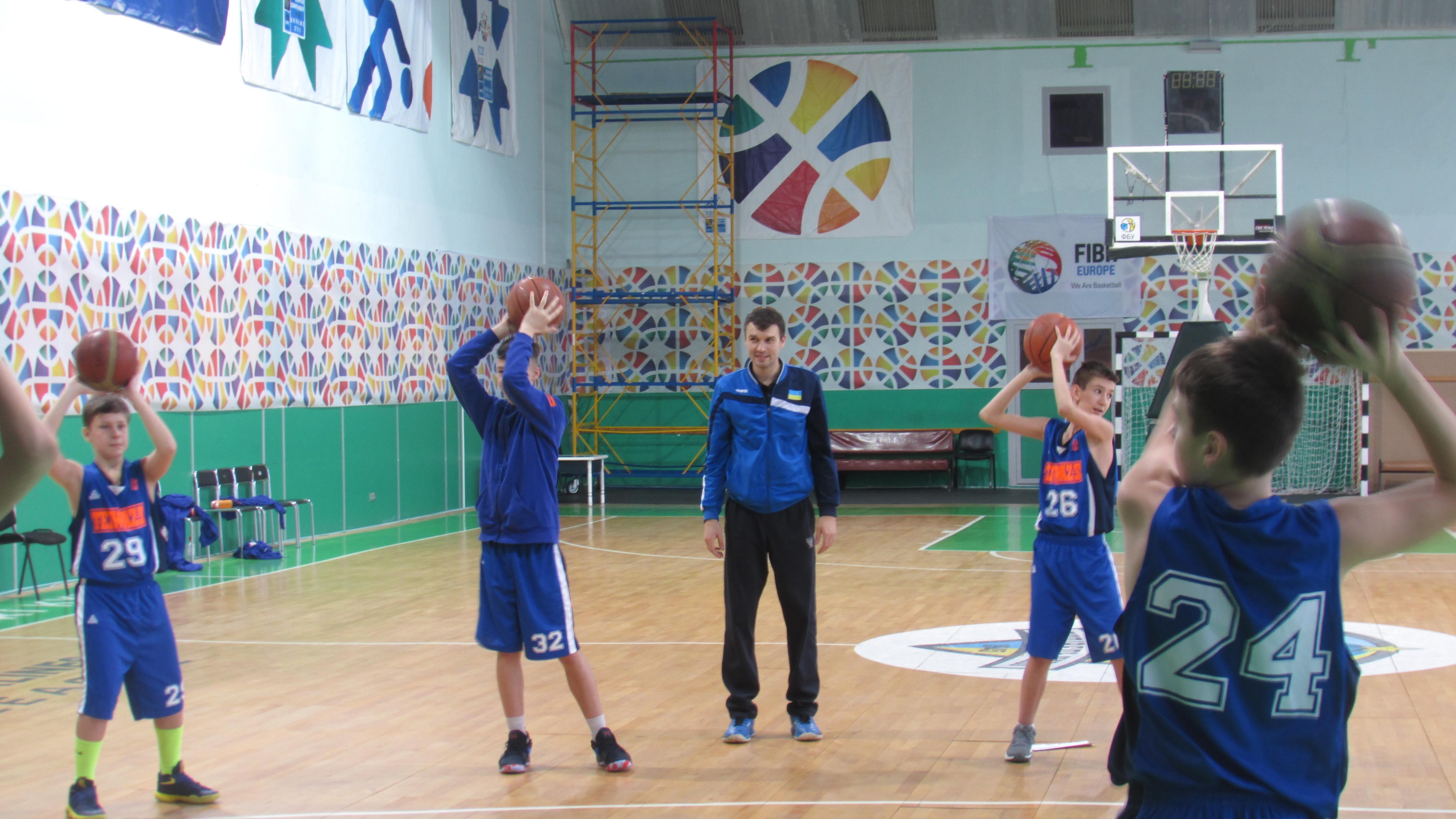 Дитячі тренери з різних міст України прибули до Києва на дводенний семінар з мінібаскету