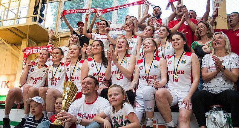 Баскетболістки Рівного вибороли бронзові медалі чемпіонату України: фотогалерея