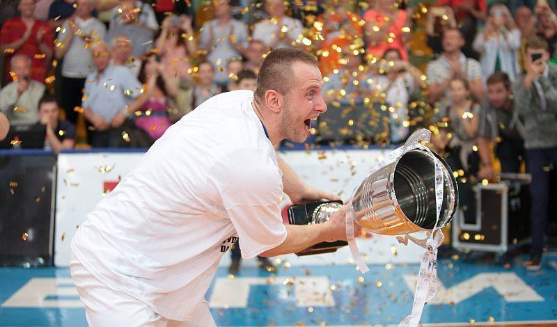 Як нагороджували нових чемпіонів України: відео