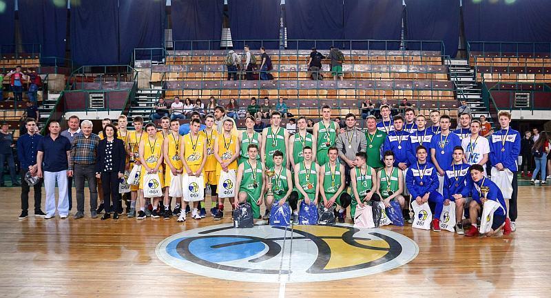 Нагородження переможців та призерів ВЮБЛ (юнаки 2001): фотогалерея