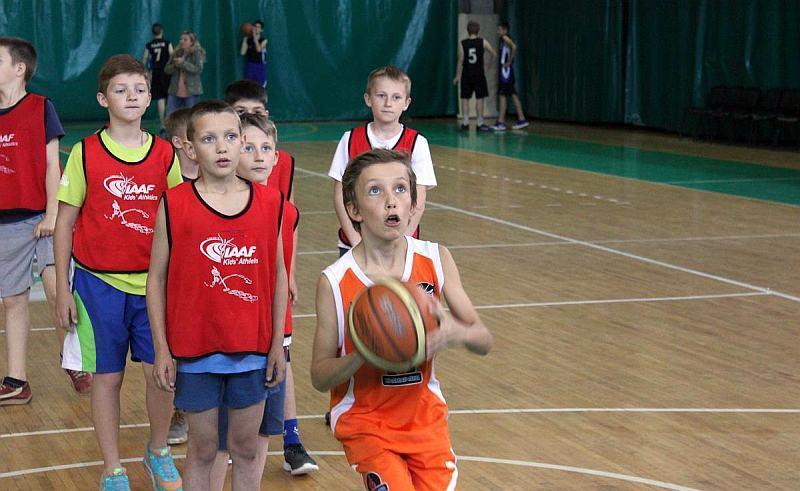 У Львові школярів навчали азам баскетболу