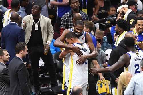 Голден Стейт розгромив Клівленд в 4-му матчі і знову став чемпіоном НБА