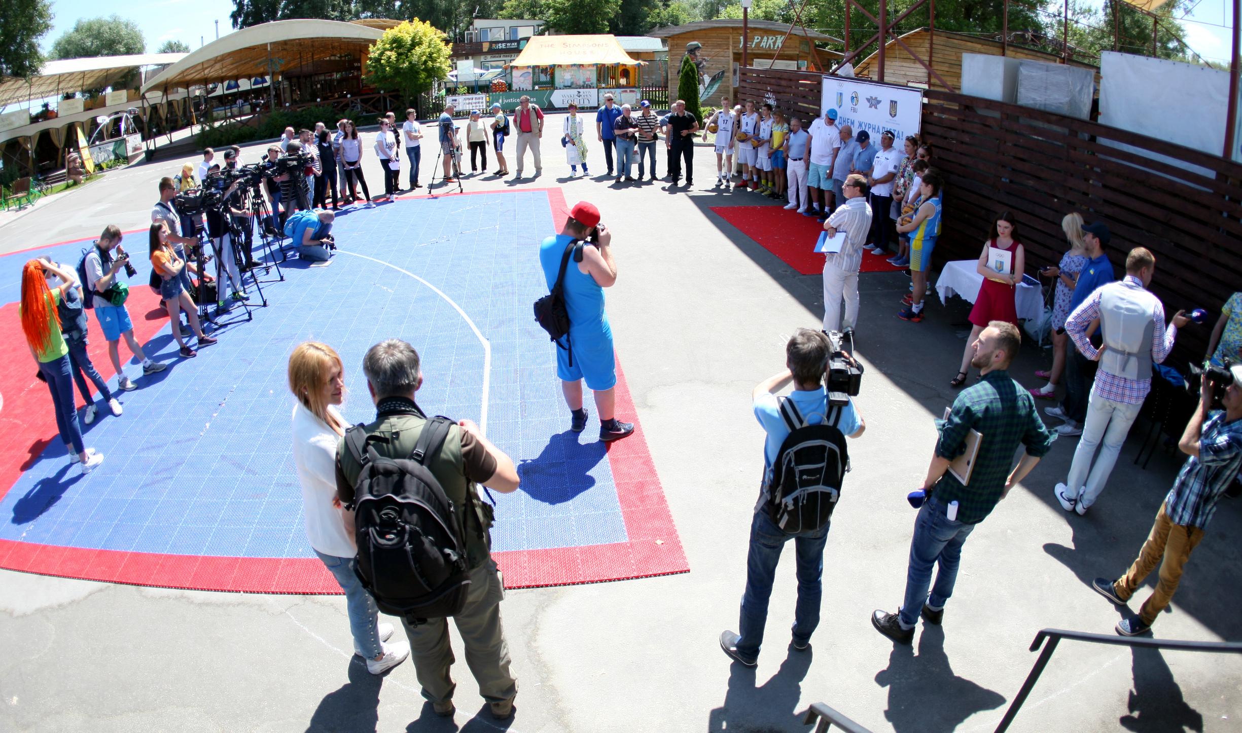НОК і ФБУ презентували юніорські збірні з баскетболу 3х3 у столичному Х-парку