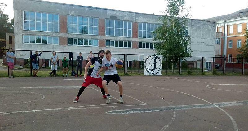 У Чернігові стартував сезон вуличного баскетболу