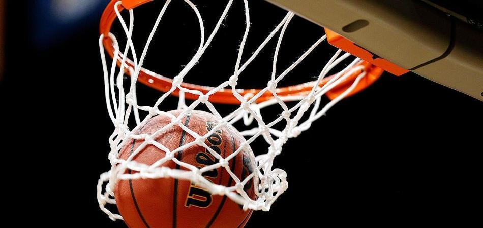 Батьки столичних школярів бажають реконструювати баскетбольний майданчик