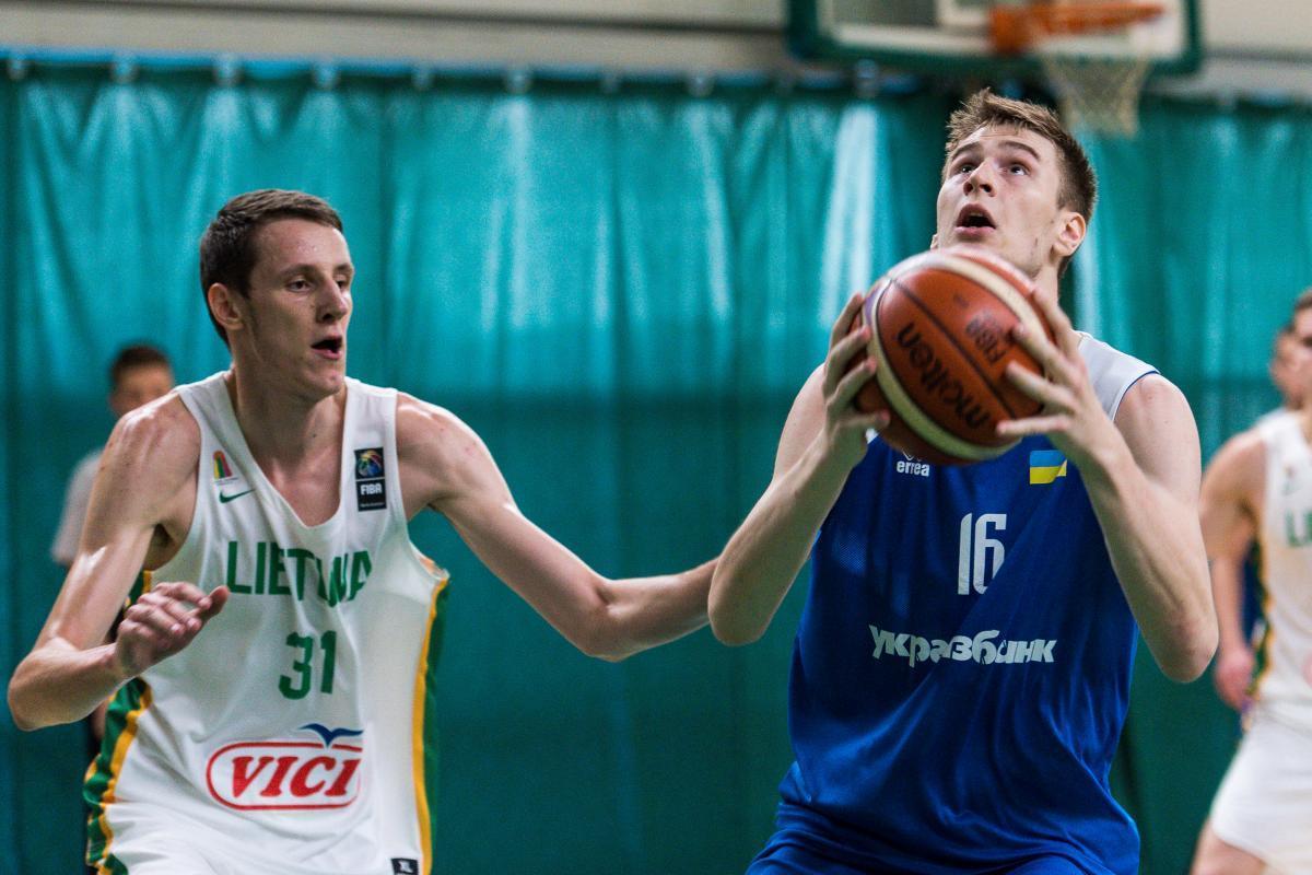 Україна U-20 провела спаринг із Литвою: фотогалерея