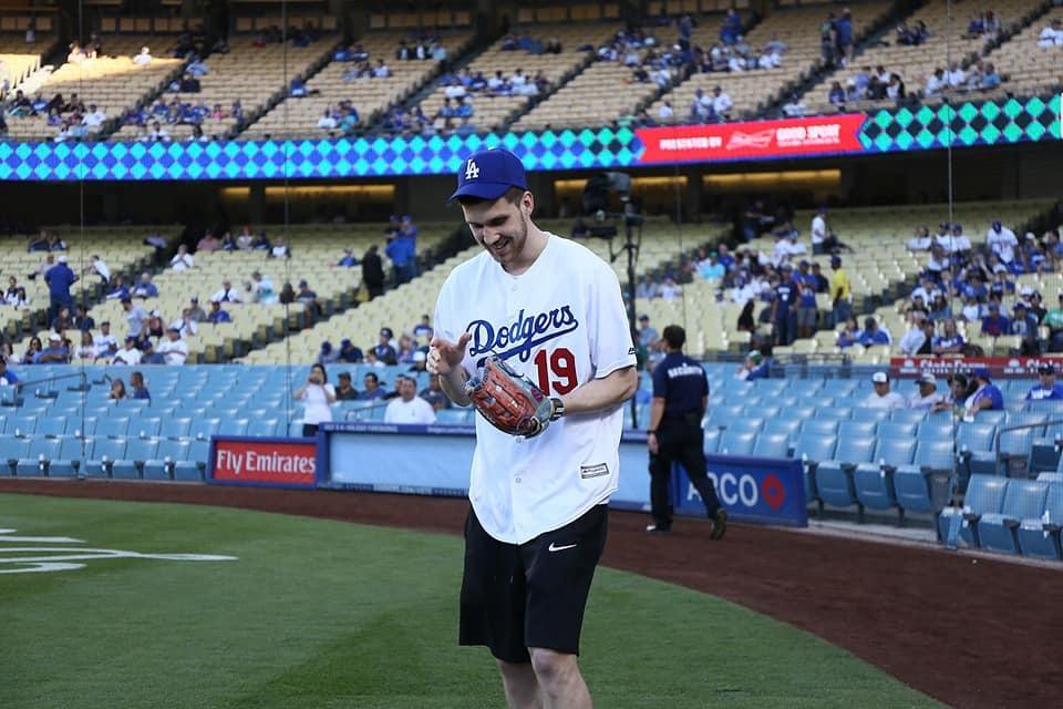 Михайлюк взяв участь у бейсбольному матчі Лос-Анджелес Доджерс