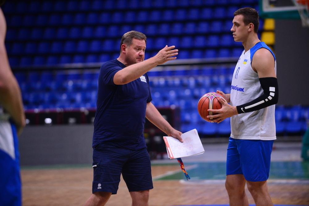 Національні збірні України та Латвії провели вечірні тренування