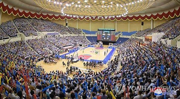 Північна та Південна Кореї об'єдналися на баскетбольному майданчику: фотогалерея