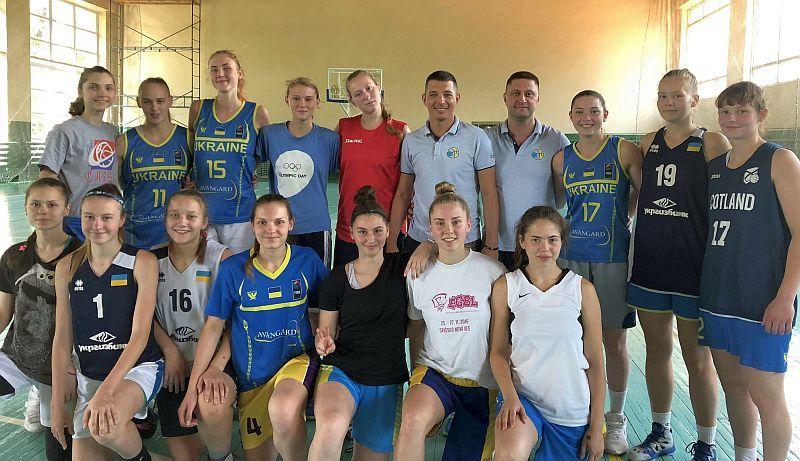 Для збірної України U-18 проведено суддівський семінар