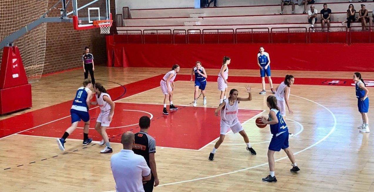 Жіноча збірна U-14 зіграла зі сташими суперницями з Чорногорії