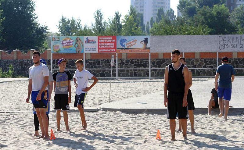 Друга команда Черкаських Мавп готується на пляжі